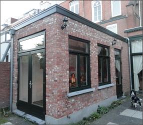 Aanbouw met kunststof kozijnen en openslaande terras deuren